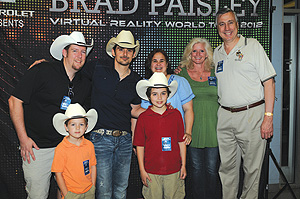 Group photo with country music star Bard Paisley, 32°